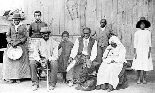 Harriet Tubman and the rescued slaves